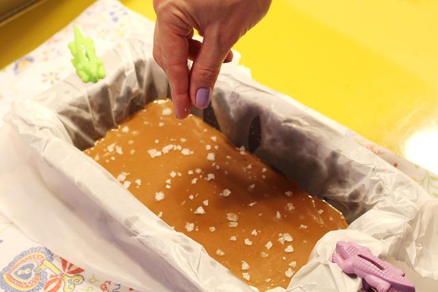 foto do caramelo sendo salpicado com flor de sal