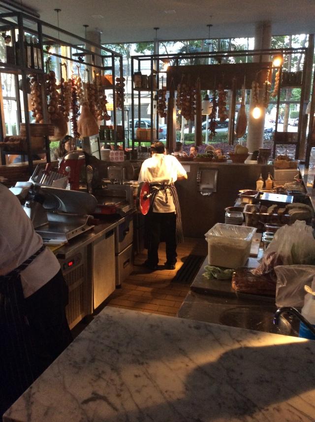Um dos pontos de apoio dos chefs do restaurante Jamie's Italian